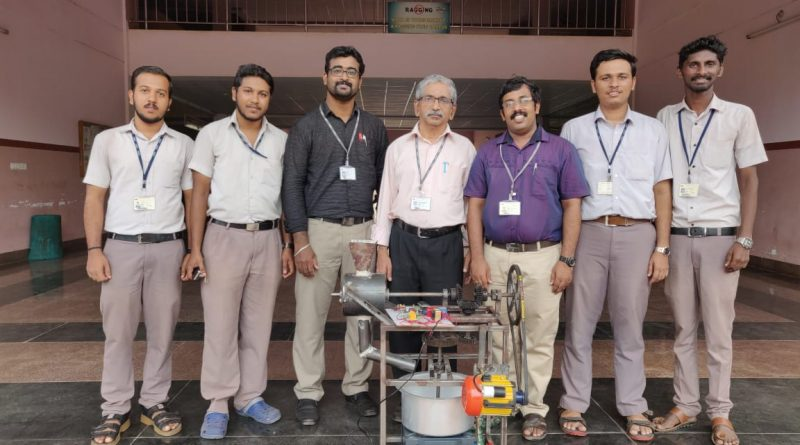 ME students develop a machine for grinding and roasting rice together
